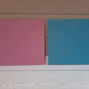 tavoletta colore rosa e azzurro per alimenti